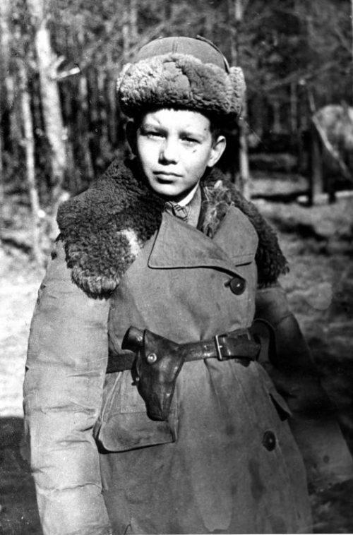 Юный партизан Владимир Бебех из черниговского отряда имени Сталина. 1943 г.
