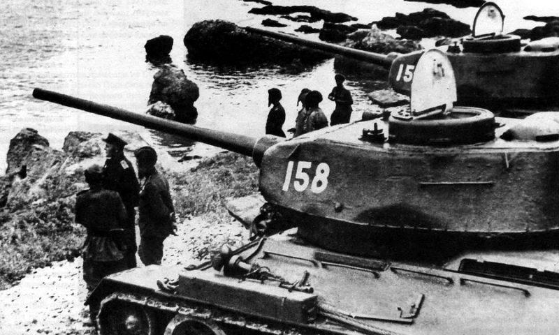 Т-34-85 6-й гвардейской танковой армии на побережье Ляодунского залива. Китай, сентябрь 1945 г.