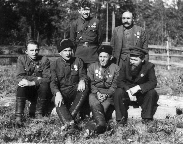 Сидор Ковпак с командованием Сумского партизанского соединения. 1943 г.