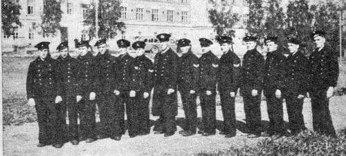 Выжившие моряки с потопленного корабля береговой обороны «Ильмаринен». 13 сентября 1941 г.