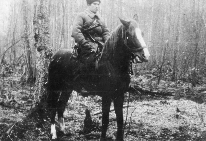 Командир Оперативного разведывательно-диверсионного центра «Брук» РУ ГШ КА подполковник Антон Бринский во время рейда на Западную Украину. Март 1944 г.