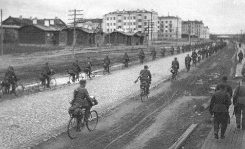 Финские войска в Петроской, после взятия города. Октябрь 1941 г.