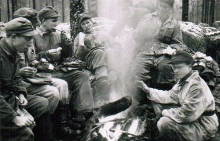 Финские солдаты у костра. Осень 1941 г.
