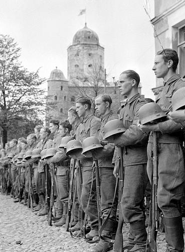Финские солдаты на параде в Выборге. Декабрь 1941 г.