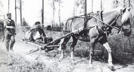 Эвакуация раненного. 1941 г.