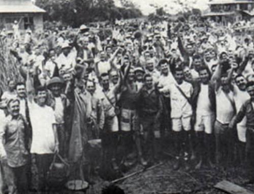 Освобожденные заключенные лагеря Кабанатуан.