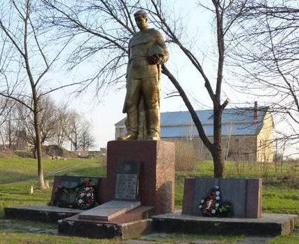 с. Верхняя Ланна Карловского р-на. Памятник, установленный в 1957 году на братской могиле воинов, погибших в боях за село и памятный знак погибшим односельчанам.