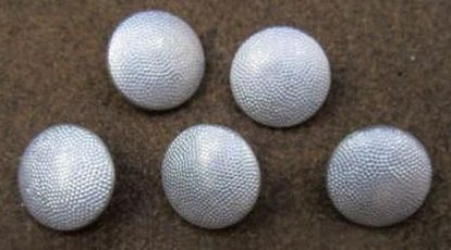 Аверс шинельных пуговиц серого цвета диаметром 21 мм, применяемых практически во всех родах войск.