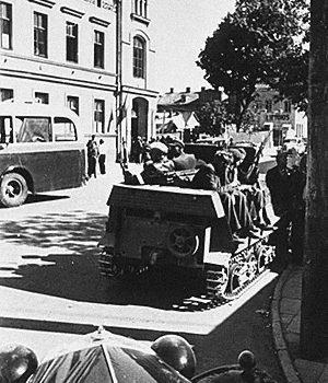 «Фронт литовских активистов» на улицах Каунаса. 23 июня 1941 года.