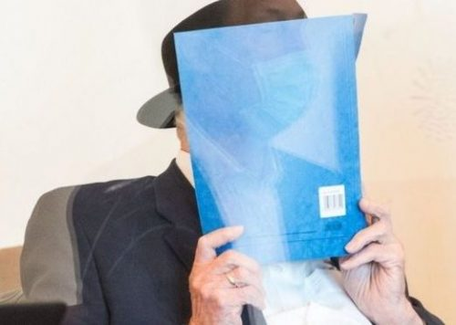 В начале суда Бруно Дей скрывал свое лицо.
