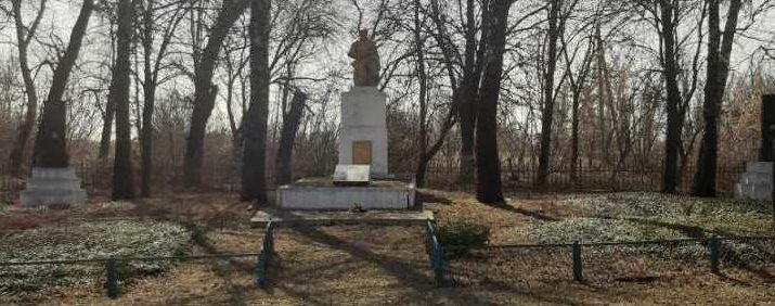 с. Архиповка Лохвицкого р-на. Мемориал, установленный в 1967 году в честь погибших воинов-земляков.