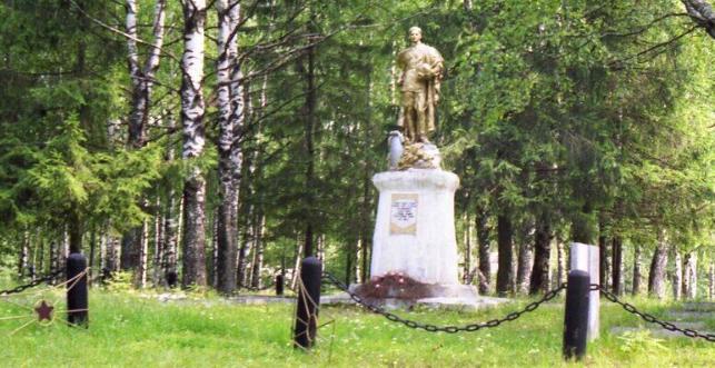 г. Андреаполь. Памятник, установленный на братской могиле советских воинов, погибших в годы войны.