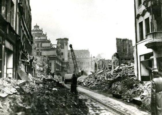 Разрушения в центральной части города.