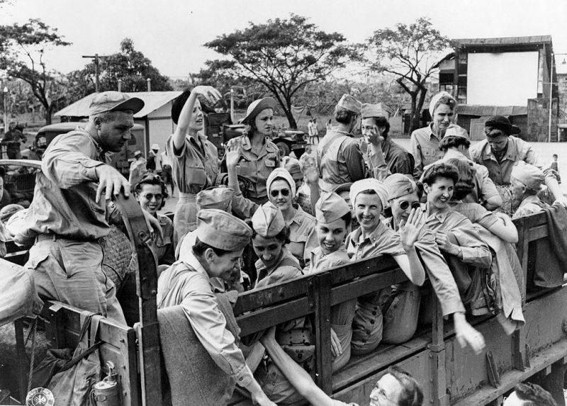 Военнопленные американские медсестры, освобожденные на Батаане.