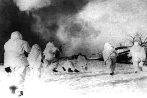 Десантники в бою.
