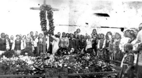 Могилы возле Луцкой тюрьмы. Лето 1941 года.