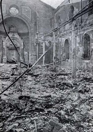 Сефардская синагога на улице Негру Водэ в Бухаресте, разграбленная и сожженная легионерами.