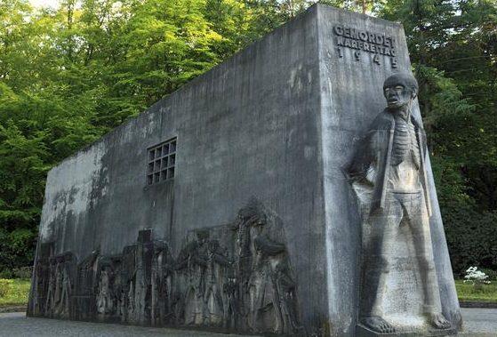 Монумент в лесопарке Биттермарк, где погибло более 3 тысяч невольников.