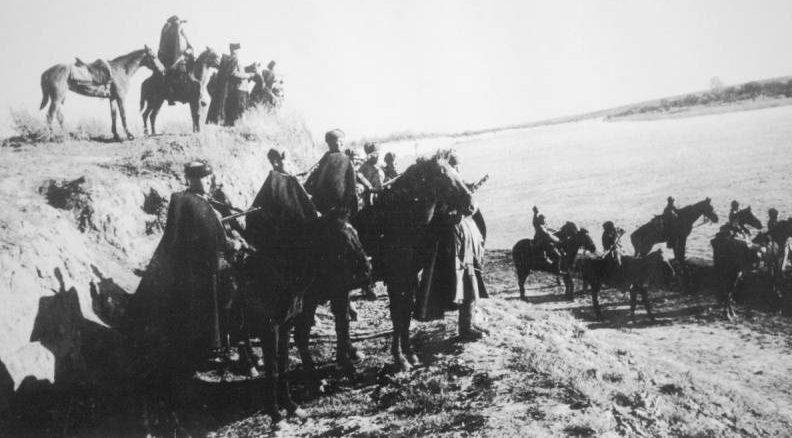 Казаки КМГ генерал-лейтенанта И.А. Плиева на берегу Днестра под Одессой.