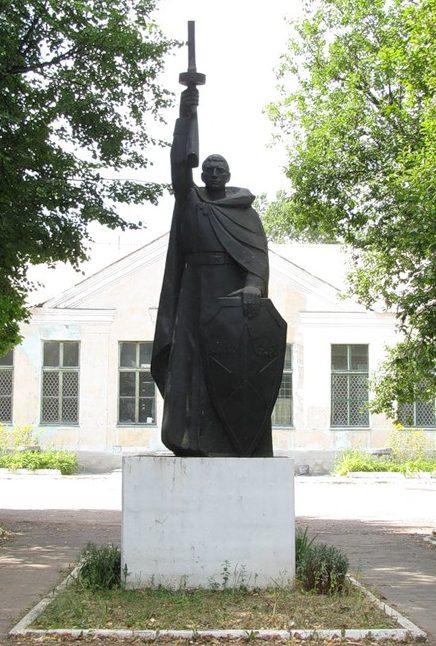 г. Андреаполь. Памятник воину-освободителю на Вокзальной площади.