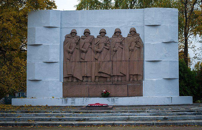г. Карловка. Памятник погибшим землякам.