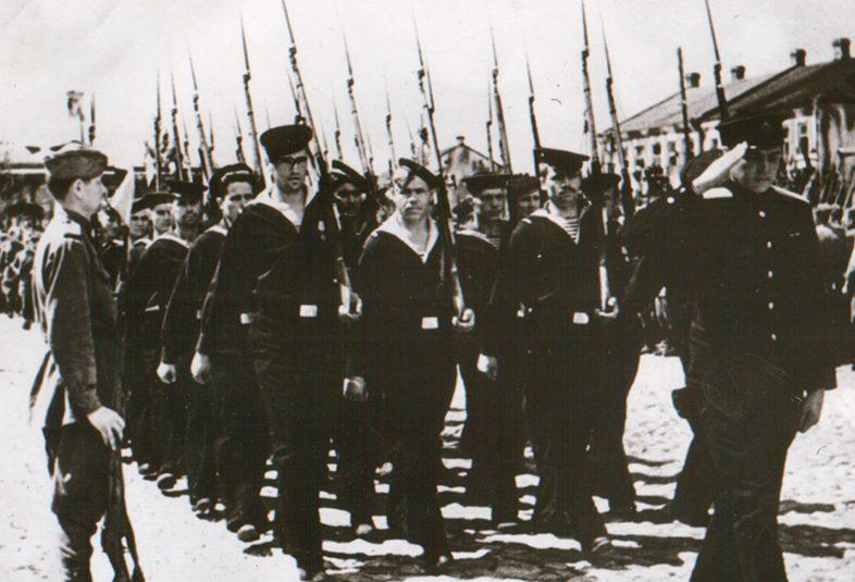 Красная Армия на параде в освобожденном Пинске. 1944 г.