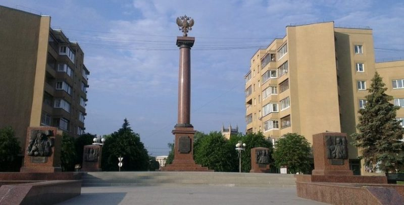 Общий вид памятника-стелы.