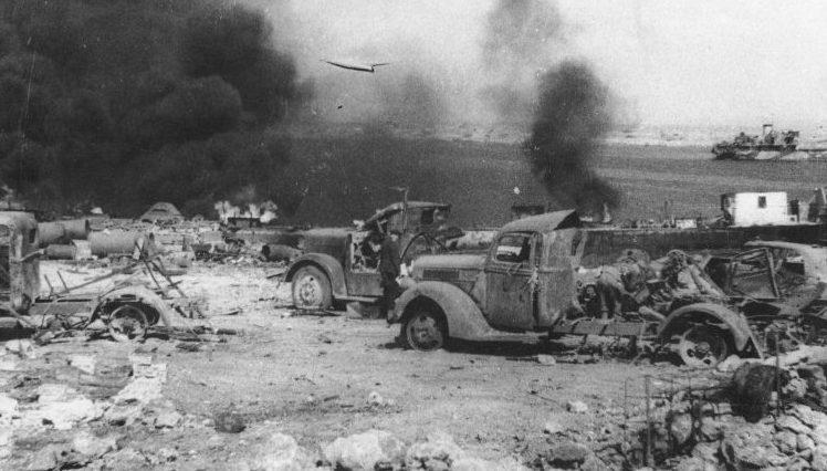 Разбитая немецкая техника на берегу Казачьей бухты. Севастополь.