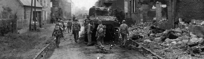 Американские войска в разрушенном Лейпциге. 1945 г.