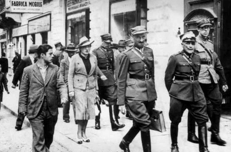 Польские офицеры с женами, бежавшие от немцев в Черновцы. 1939 г.