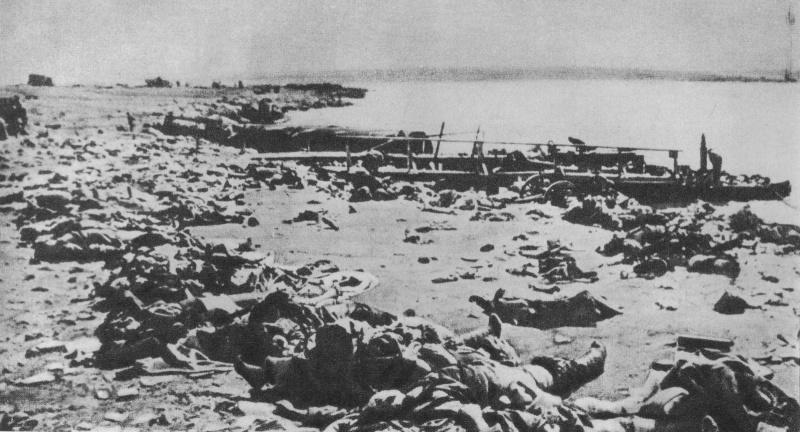 Тела немецких солдат на мысе Херсонес. Май 1944 г.