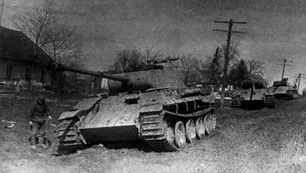 Брошенные немецкие «Пантеры» у Проскурова.