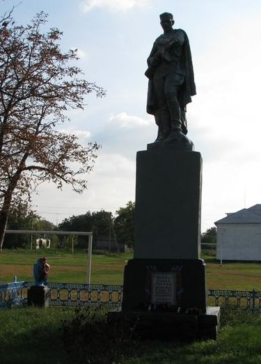 с. Бережновка Кобелякского р-на. Памятник, установленный на братской могиле воинов, погибших в боях за село.