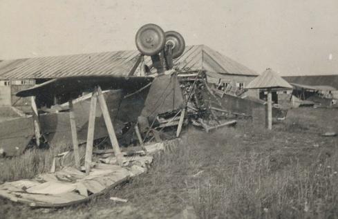 Аэродром после немецкого авианалета. 23 июня 1941 г.