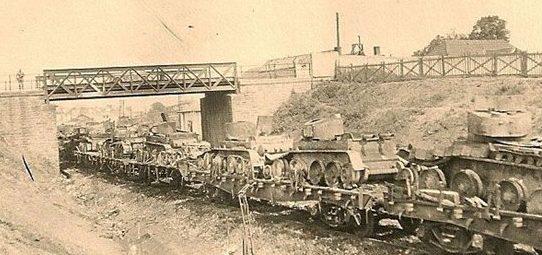 Разбитый эшелон советских танков на железнодорожной станции. Июнь 1941 г.