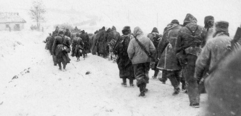 Колонна немецких войск выходит из «котла».