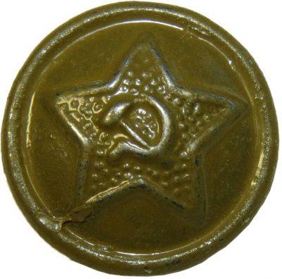 Пуговица РККА образца 1924 года, изготовленная из латуни с крупной шагренью, зеленого окраса.