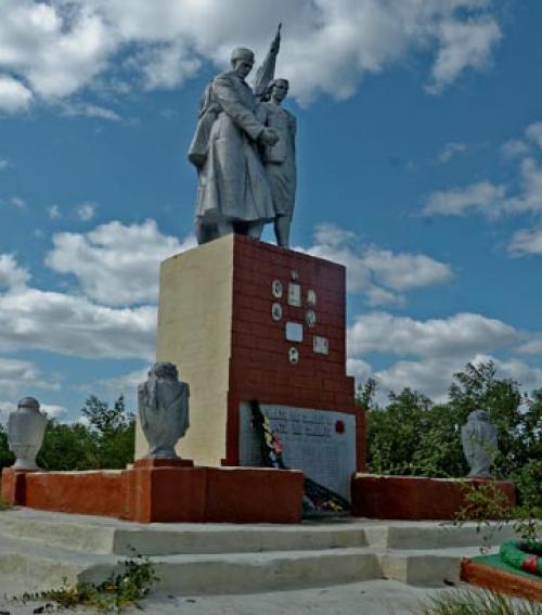 с. Григоро-Бригадировка Кобелякского р-на. Памятник, установленный в 1959 году на братской могиле советских воинов, среди которых похоронен Герой Советского Союза А.С. Погосян.