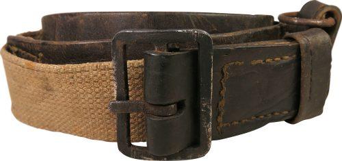 Полу-суррогатный брезентовый поясной ремень РККА образца 1941 года. Длина - 115 см. Ремень наполовину выполнен из кожи, наполовину из брезента. На кожаной части расположены отверстия для фиксирования ремня.