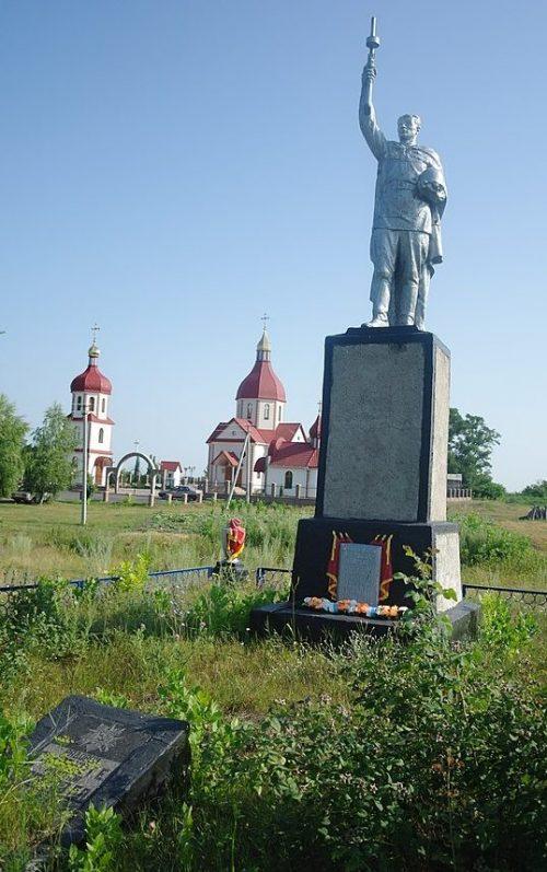 с. Дрижина Гребля Кобелякского р-на. Памятник, установленный в 1956 году на братской могиле советских воинов, погибших в боях за село.