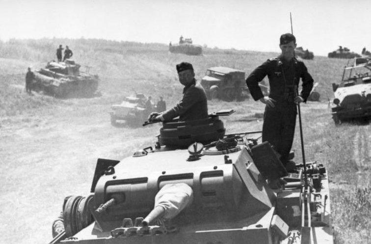 Немецкие танки во время сражения у Дубно. 25-29 июня 1941 г.