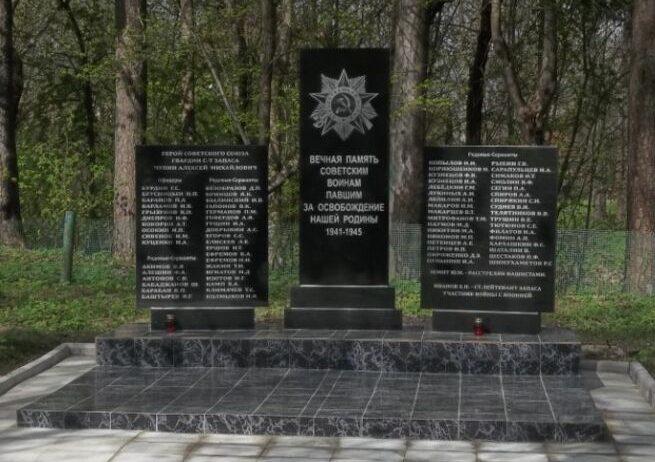 с. Хотилицы Андреапольского городского округа. Братская могила советских воинов.