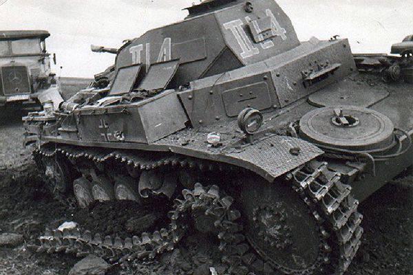 Подбитый немецкий танк. 25-29 июня 1941 г.