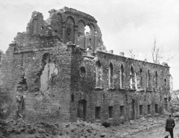 Синагога после еврейского погрома в Тарнополе. Июль 1941 г.