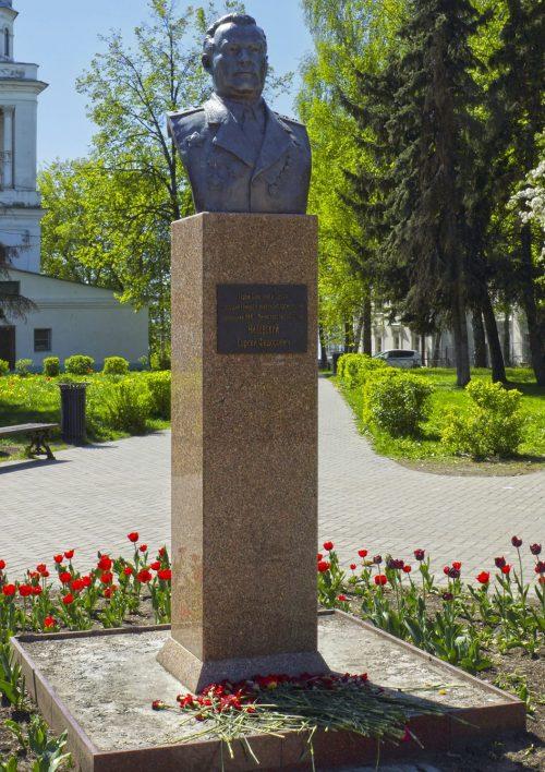 г. Тверь. Бюст генерал-лейтенанта Ниловского С. Ф. в сквере, за церковью церковь Воскресения Христова, установленный в 2015 году.