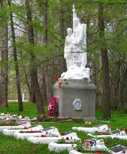 Один из памятников на мемориале.