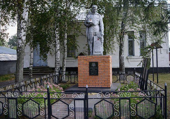 с. Виктория Пирятинского р-на. Памятник павшим воинам-землякам.