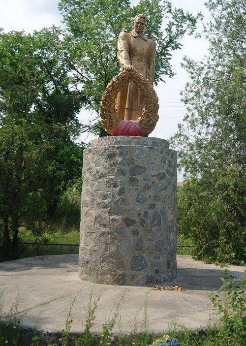 с. Марковка Кобелякского р-на. Памятник советским воинам, погибшим в годы войны.