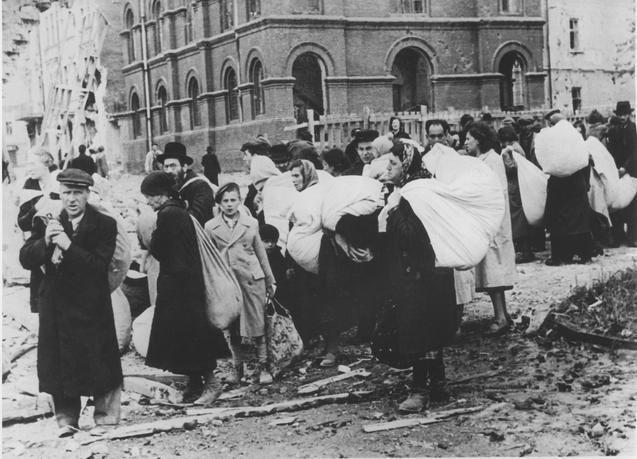 Сбор евреев в гетто. Осень 1941 г.