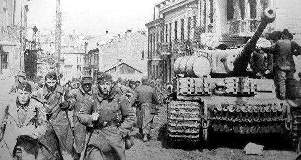 Немецкие войска в Тарнополе. 1941 г.